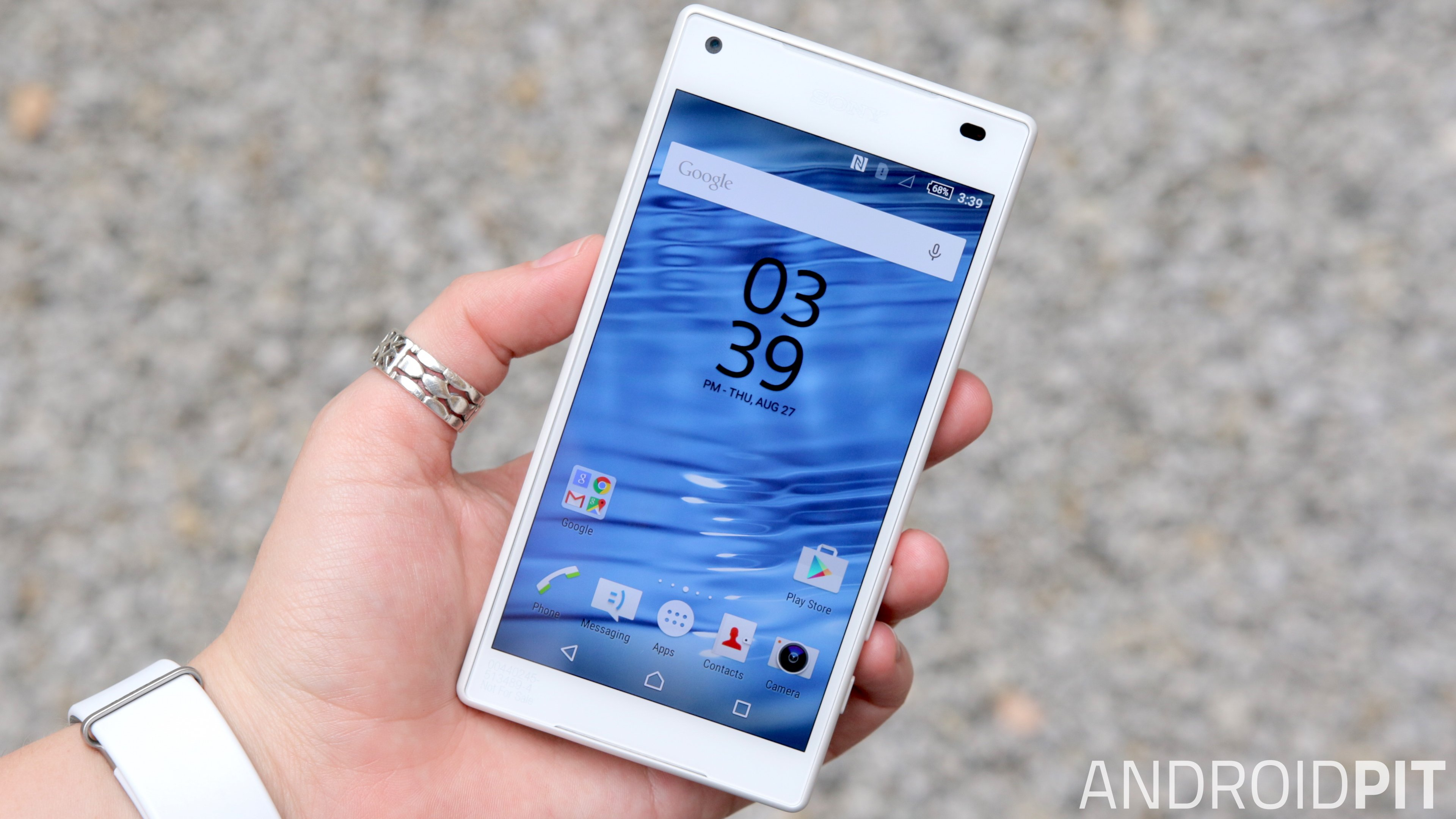 sony-xperia-z5-compact-front-display